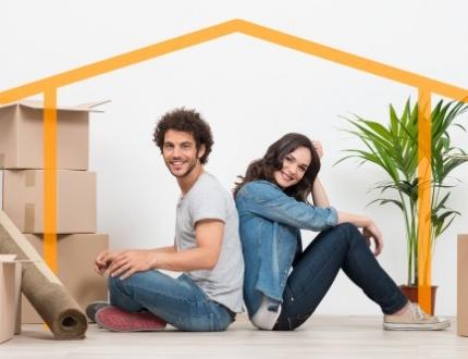זוג שזקוק להלוואה לרכישת בית