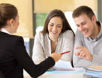 פגישה לצורך מתן הלוואה חוץ בנקאית